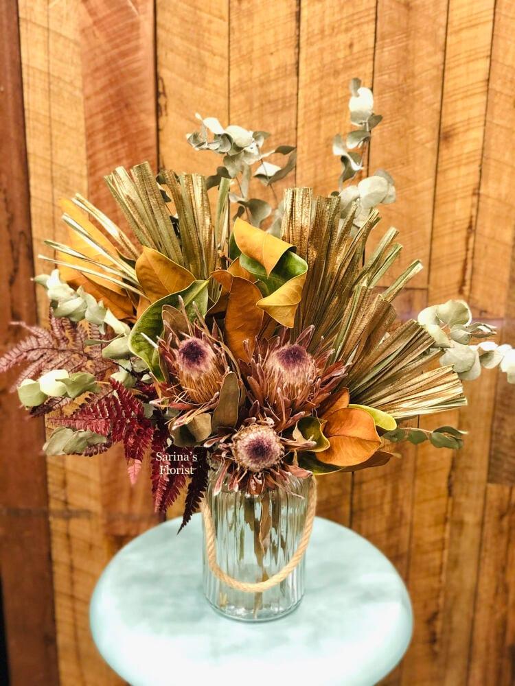Dry flowers in vase