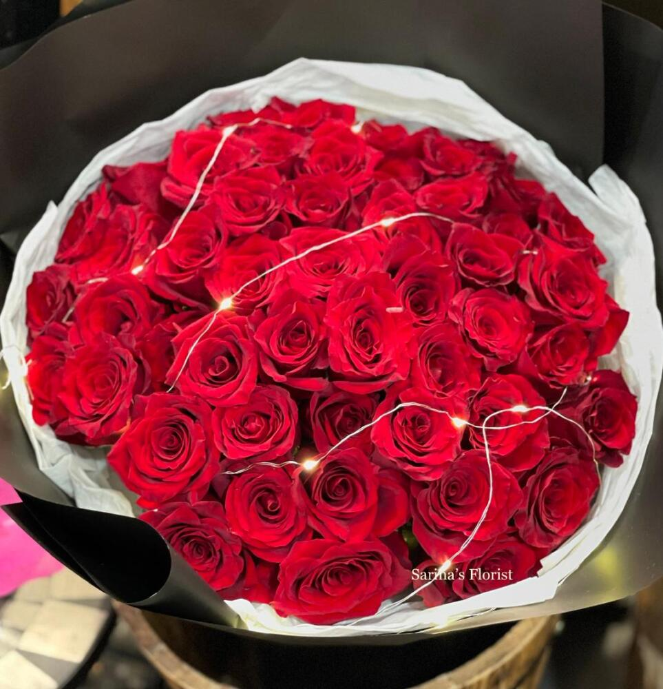 50 stems of red roses bouquet with free fairy lights